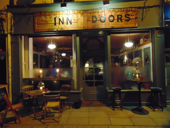 Sandgate, UK : Summer evening at Inn Doors