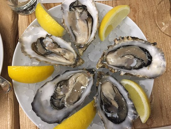 Seafood Station Restaurant, Bar & Grill: Oysters