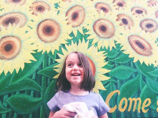 Cumberland, Мэриленд: Bring the family - kids eat free.