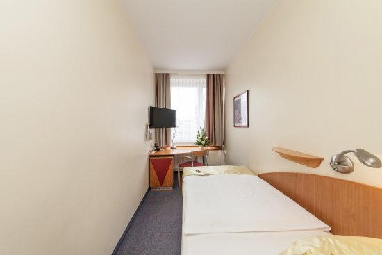 quality hotel ambassador hamburg ab 93 1 4 1. Black Bedroom Furniture Sets. Home Design Ideas