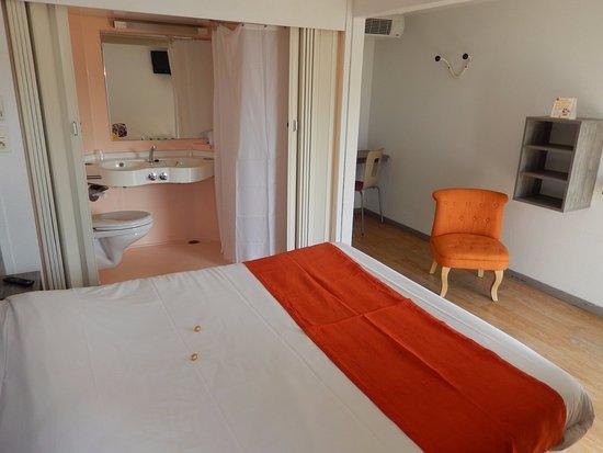P 39 tit dej hotel saintes recouvrance france voir les for Piscine recouvrance