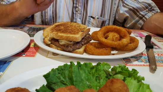 Wolfy's: Large Patty Melt
