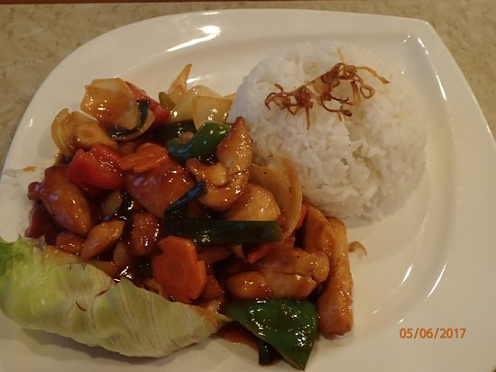 Goodway Hotel Batam: honey chicken and rice