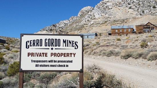 Keeler, קליפורניה: Cerro Gordo Mines - All Visitors must check in.