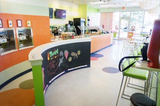 Twirl Frozen Yogurt : fun friendly environment