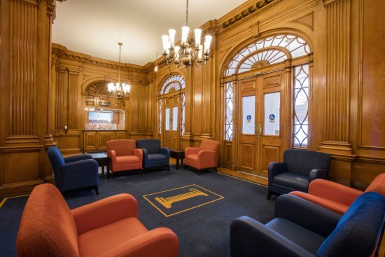 Illini Union Hotel : The Hotel's front desk and lobby proudly boasts beautiful craftsmanship from the 1940s