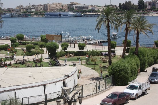 Nile Valley Hotel Restaurant: View from Nile Valley Hotel and restaurant roof