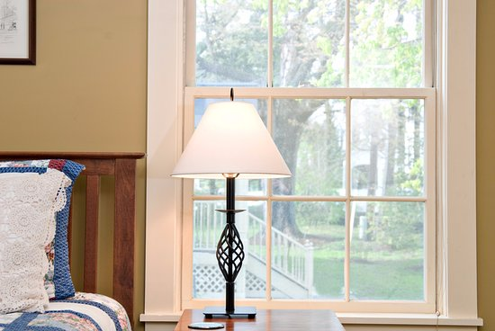 Middlebury, VT: The Weybridge room overlooks the beautiful grounds ... so peaceful!