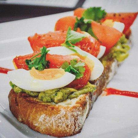 Lowell, Массачусетс: Sunday Brunch Avocado Toast