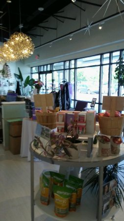 Lemoyne, PA: Gorgeous salon lobby with tons of organic gourmet gift items!