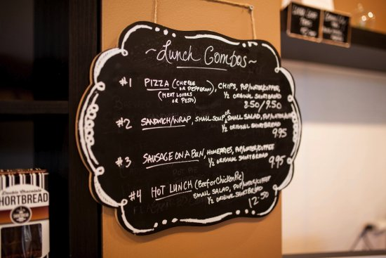 Oshawa, Canadá: Lunch combos and specials are always available.