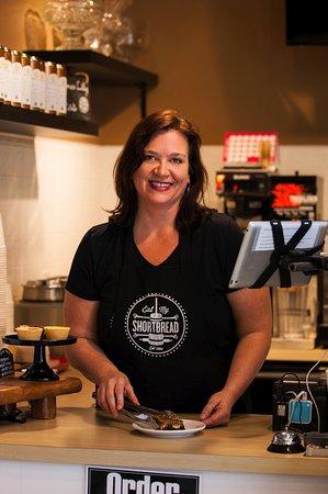 Oshawa, Kanada: Trisha, the Queen Baker and owner.