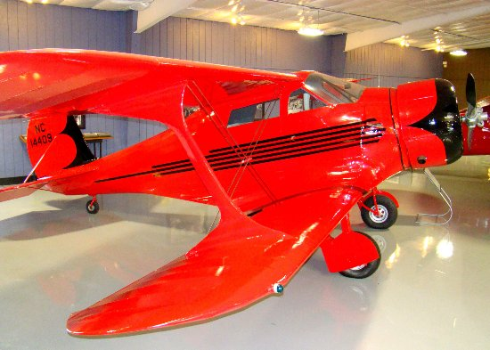 Tullahoma, Τενεσί: Beechcraft Staggerwing, the Learjet of the 1930s.