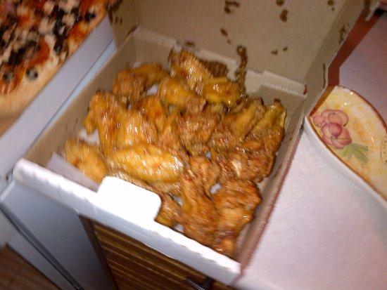 Grimsby, Canada: Honey Garlic Wings are delicious!