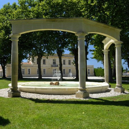 Margaux, فرنسا: Vue sur le château depuis le parc.