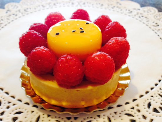 Wheeling, IL: Passion fruit and raspberry tart