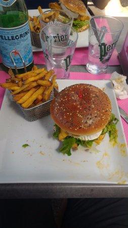 Jouy-aux-Arches, França: Burger Iroquois et frites