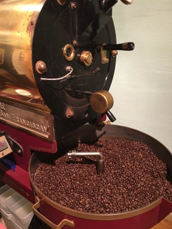 Waterloo, IL: Specialty grade coffee beans roasted fresh on site=AMAZING coffee!