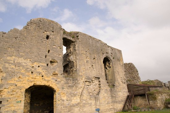 Castle Ruins & Velvet Cave: de ruïne, aan de achterzijde