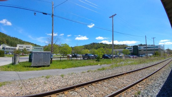 Waterbury, VT: This is the Keurig Green Mountain HQ - across the tracks from the Visitors Center