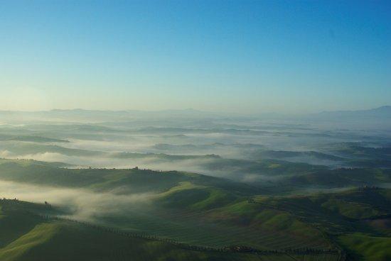 Montisi, Италия: Crete senesi con Monte Amiata sullo sfondo