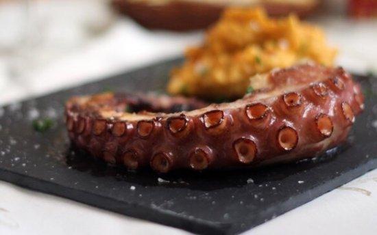 Mislata, Spania: Pata de pulpo plancha a la gallega, un lujo!!