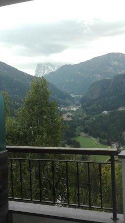 Laion, Italy: La vista sul Sassolungo dalla nostra camera