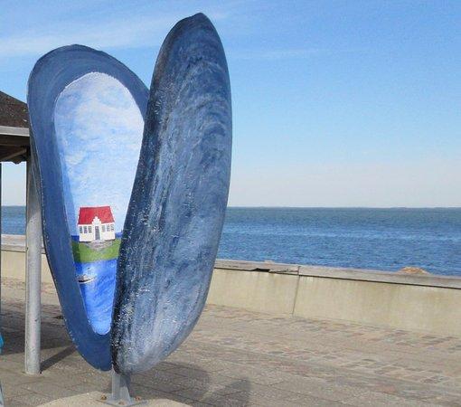 Loegstoer, Denmark: Kunst på havnepromenaden