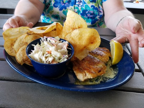 Yellowtail snapper with potato chips picture of dixie for Dixie fish company