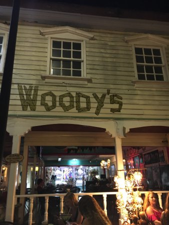 Woodys Bar and Grill: photo0.jpg