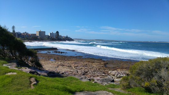 Cronulla, Australia: Looking north towards the rock pool