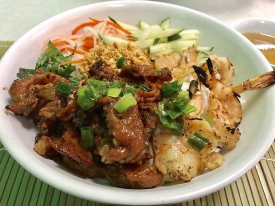 Milpitas, CA: #86 Grilled Pork, Shrimps, Eggrolls Vermicelli Bowl