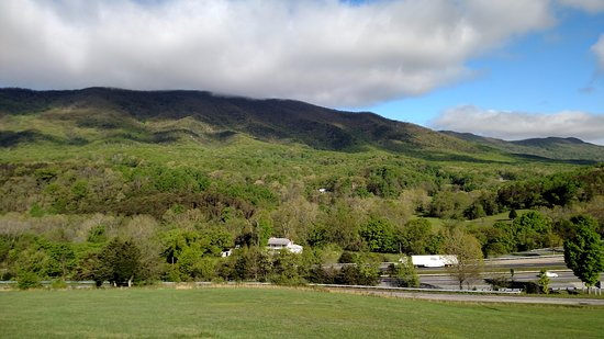 Buchanan, VA: Spring at the Inn