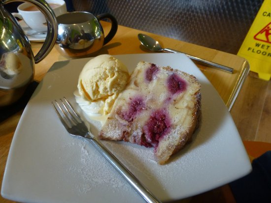 Dornoch Patisserie and Cafe: Raspberry & White Chocolate Bread & Butter Pudding