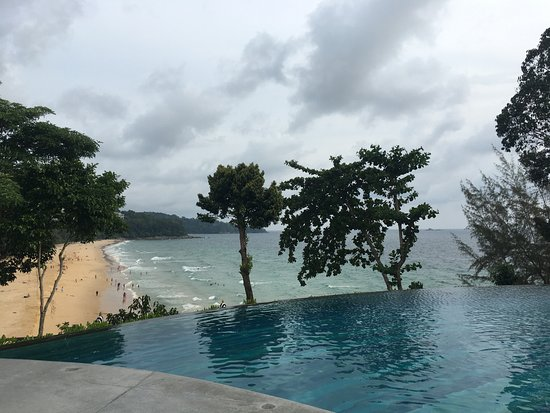 gro er pool mit blick auf den strand bild von pullman phuket arcadia naithon beach sakhu. Black Bedroom Furniture Sets. Home Design Ideas