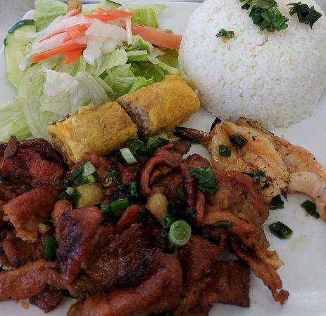 Milpitas, Californie : #38 Grilled Pork, Shrimps, Eggrolls Over Rice