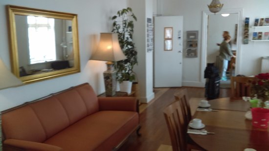 Hotel Windsor: Reception room and office