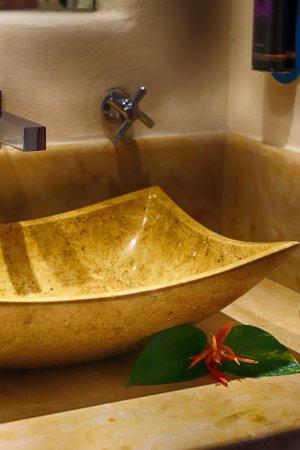 Troncones, México: marble sinks