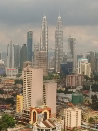 Grand Seasons Hotel: View of Twin Towers from the room