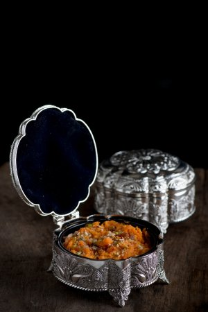 Gaylord Restaurant: Gajar Halwa served in a traditional jewellry box. Carrot pudding served in jewellery box
