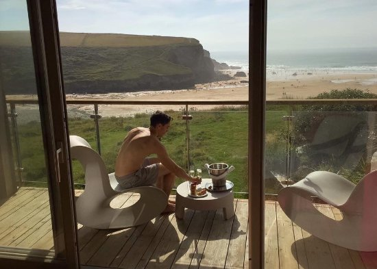 Mawgan Porth, UK: View of the balcony
