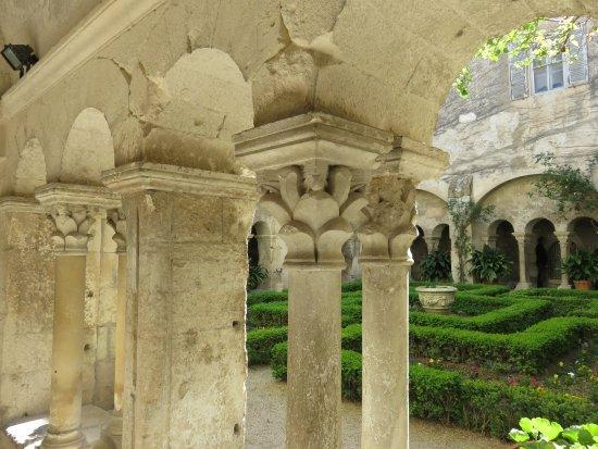 Saint-Remy-de-Provence, France: Cloitre