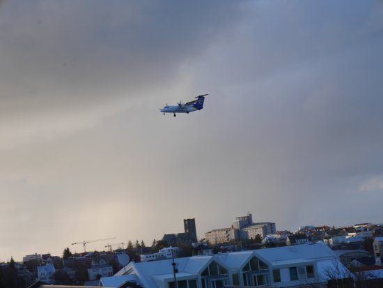 Hotel Holt: Over the city and planes landing