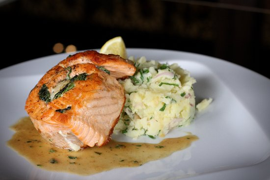 Host Restaurant : Salmon (spinach, goat cheese), mashed potatoes