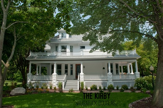 Douglas, MI: Summer Green at The Kirby where old meets new