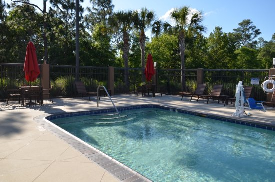 Daphne, AL: Whether you want to relax poolside or take a dip, our outdoor pool area is the perfect place to