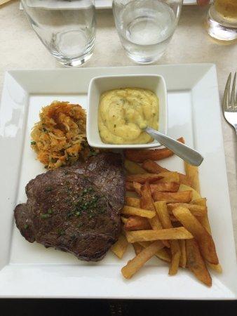 Navarrenx, France : Restaurant Le Commerce