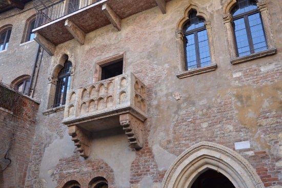 Obr zok casa di giulietta verona tripadvisor for Famous balcony