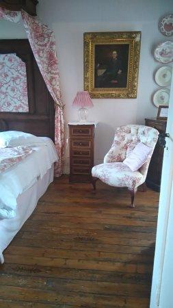 Surville, Francia: notre jolie chambre rose