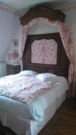 Surville, ฝรั่งเศส: magnifique déco de la chambre rose